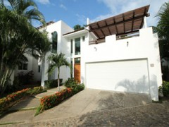 Villa with 3 bedrooms at Vallarta Gardens complex, just in front of the beach